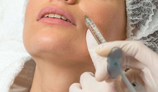Faltentherapie - Hautverjüngung mit Hyaluronsäure und Eigenfett