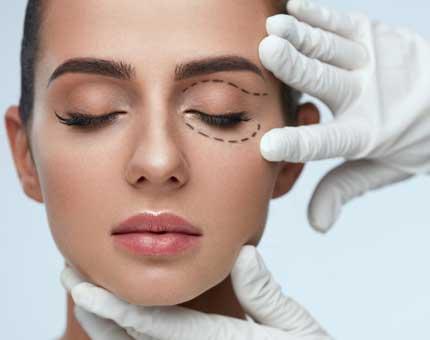 Augenlidstraffung / Augenlidkorrektur in Berlin-Lichtenberg in der Facharztpraxis von Dr. Grundentaler